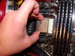 vložení procesoru do základní desky