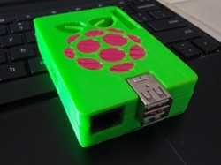raspberry-pi-05-3d-printed-makerbot-case-dual-extrusion-wired-design